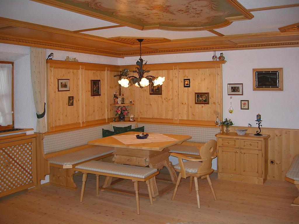 Aduis wohnzimmer tischlerei aduis for Wohnzimmer mit holzdecke einrichten